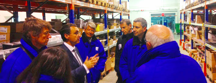 Christophe Najdovski visite le centre logistique d'un grossiste à Chilly-Mazarin